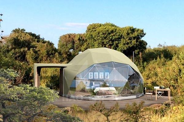 军绿色球形酒店帐篷
